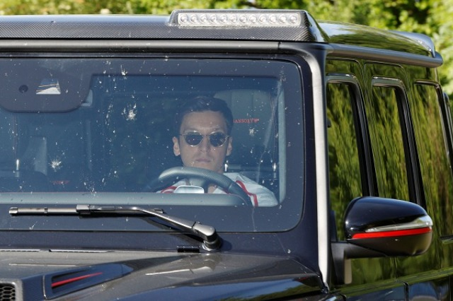 Ozil u ndalua për shpejtësi, justifikohet: Ngatërrova miljet me kilometrat