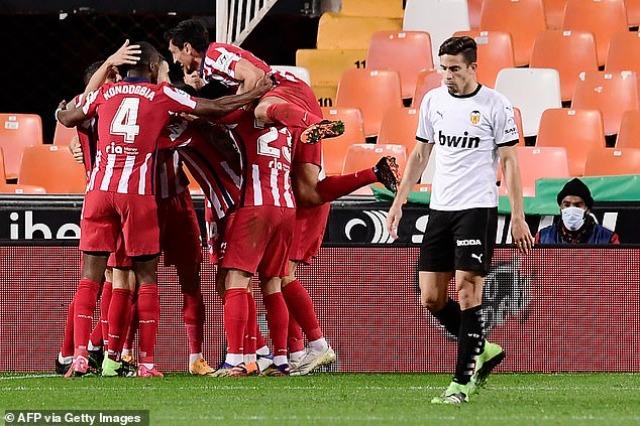 Atletico triumfon në Mestalla, vendos një autogol