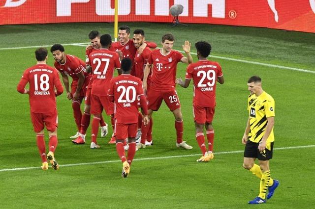 Bayern kalon Dortmundin dhe fluturon në vend të parë