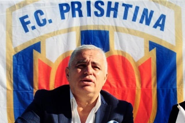 Disiplina e dënoi me një vit përjashtim, presidenti i Prishtinës vazhdon me akuzat