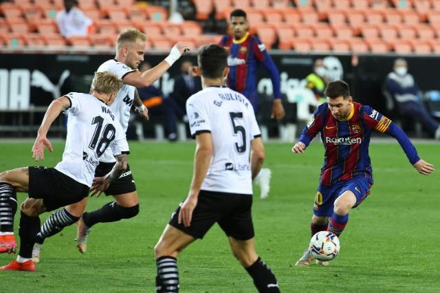 Messi firmos përmbysjen në Mestalla, Barcelona arrin Realin
