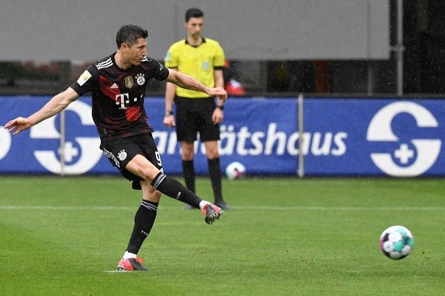 Bundesliga: Lewandowski arrin 40, Schalke surprizon Eintracht Frankfurt