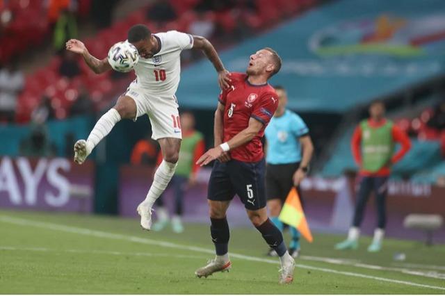 """Anglia bën sërish """"Tre Luanët"""""""