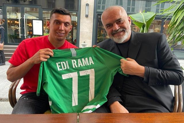 Edi Rama, foto me Uzunin: Me këtë shqipon, që i bëri gol Juves
