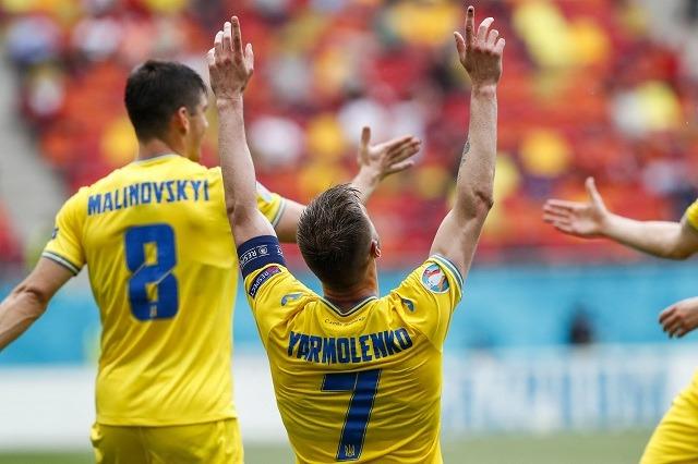 Ukraina fiton, Shevçenko rigjen buzëqeshjen