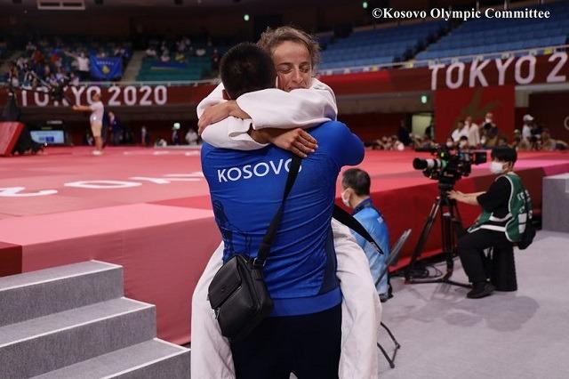 Kosova siguron medalje me xhudisten Distria Krasniqi