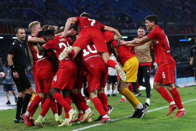 Liga e Europës: Napoli provon humbjen, Lacio nuk gabon