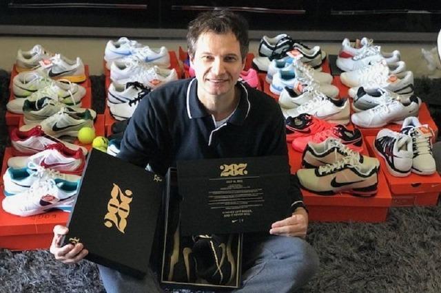 Fansi i çmendur i Federer, koleksion me 29 palë atlete origjinale të tenistit